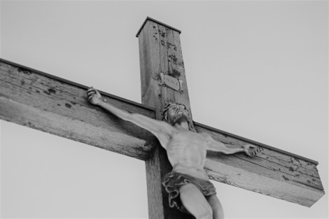 Crucifix christoph-schmid-258813-unsplash BW